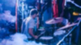 Супербыстрые сбивки и сумасшедшие перформансы — чем запомнится культовый барабанщик Джои Джордисон