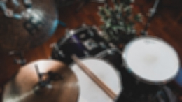 «Я никогда не подходил под стереотип рок-звезды»: чем запомнится легендарный барабанщик Чарли Уоттс