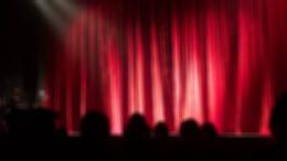 Премьера спектакля «Дурочка» по пьесе Лопе де Вега в театре имени Вахтангова