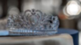 На новых кадрах пятого сезона «Короны» показали принца Чарльза и принцессу Диану