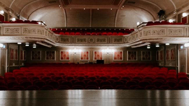 Апрельские премьеры в московских театрах