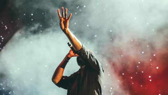 Чем известен Lil Nas X: рекорды, провокационные образы и мемы