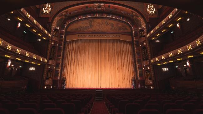 В театр на майских праздниках